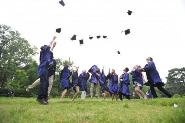 Borse di studio e raccolta delle tesi di laurea per premiare gli studenti più meritevoli