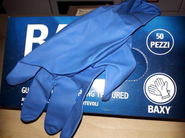 Mille paia di guanti per la Casa della Carità