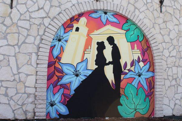 I murales di Romeo e Giulietta realizzati da quattro giovani artisti rinnovano l'aspetto di Piazza Malenza