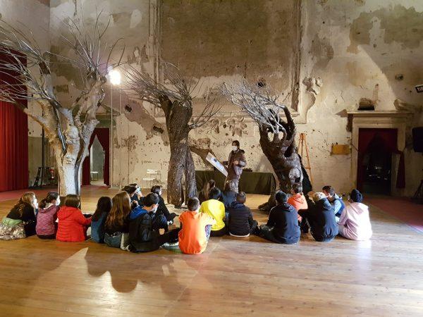 """Studenti in visita alla mostra """"Pangea"""""""