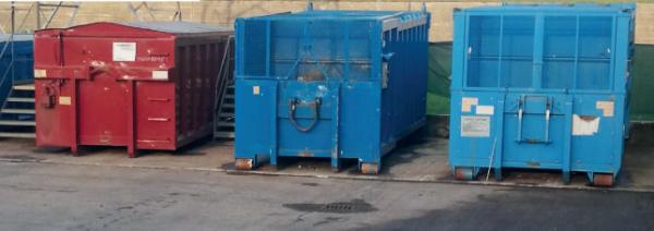 Un container per la plastica all'ecocentro